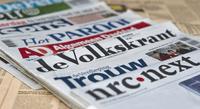 Een rijtje met nederlandse kranten